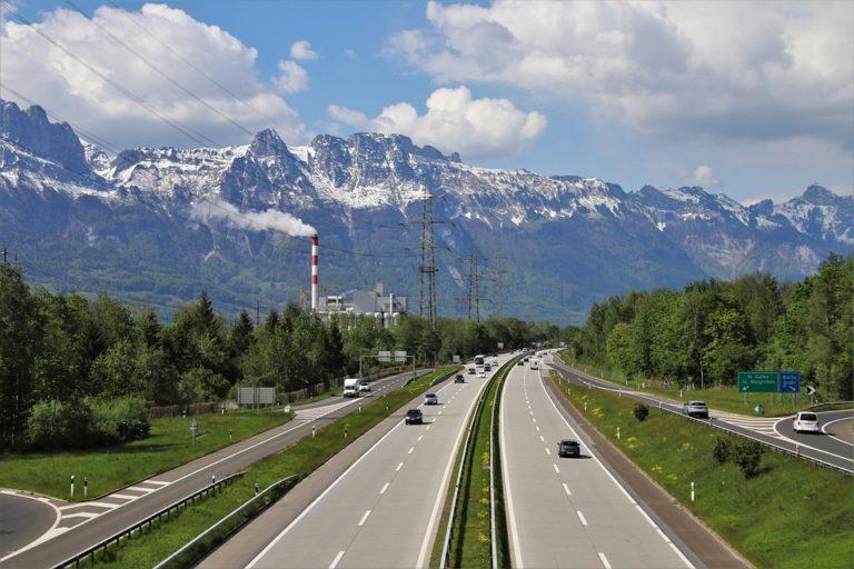 """Parlamentarischer Vorstoss: """"Übergeordnetes Strassennetz – Zukunftstauglich festlegen"""""""